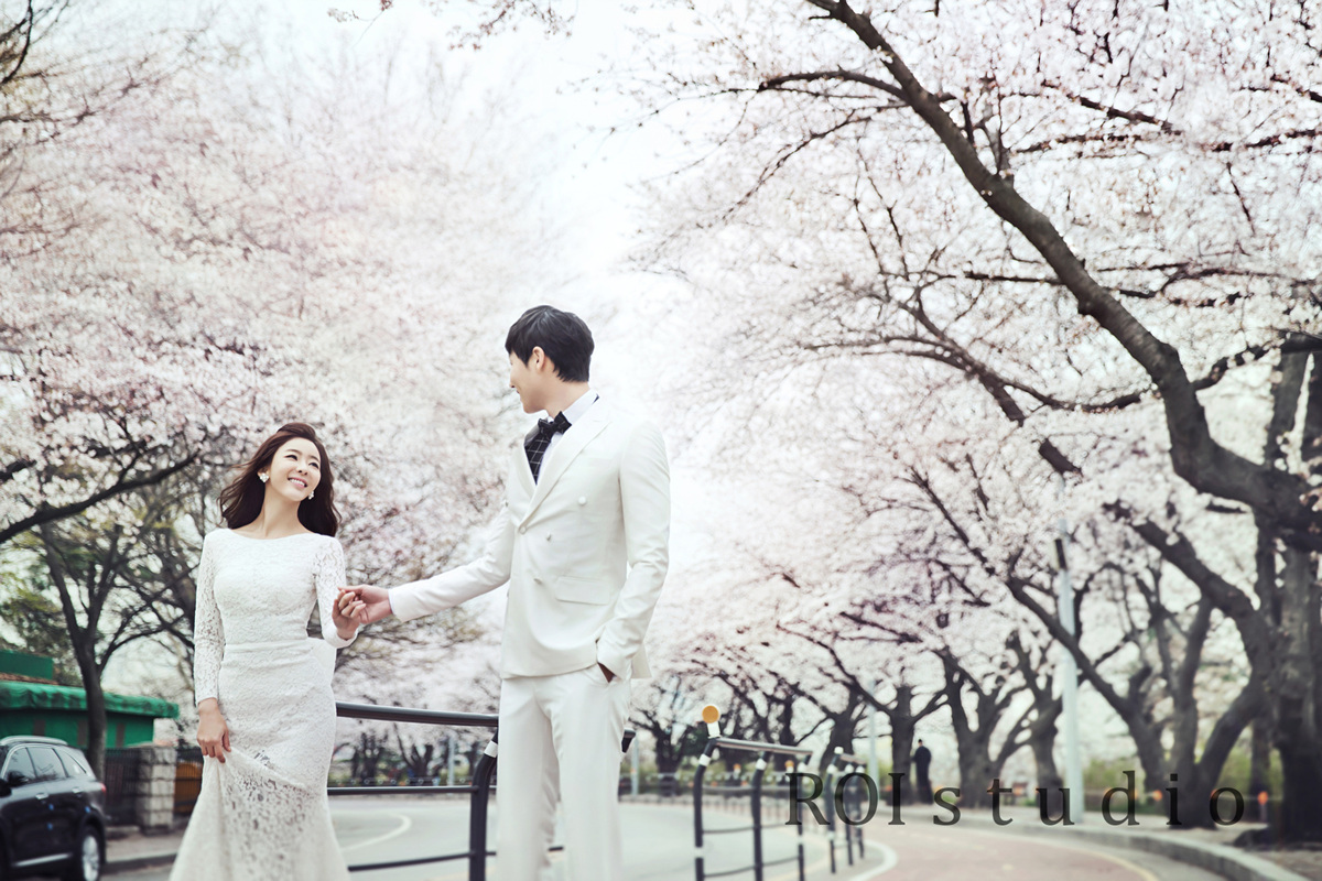 5246c30155 We recommend taking a picture with cherry blossoms and a beautiful wedding  dress. Join your beautiful memory
